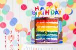Hình  ảnh bánh sinh nhật với những ngọn nến lung linh số 16
