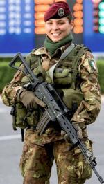 Hình nền nữ quân nhân xinh đẹp 11