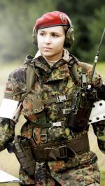 Hình nền nữ quân nhân xinh đẹp 5
