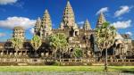 Angkor Wat là ngôi đền lớn nhất của tất cả các ngôi đền Angkor và là điểm thu hút khách du lịch hàng đầu ở Campuchia. Được xây dựng vào khoảng nửa đầu thế kỷ 12 bởi vua Suryavarman II, sự cân bằng, cấu trúc và vẻ đẹp của ngôi đền làm cho nó trở thành một trong những công trình đẹp nhất thế giới.