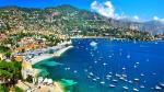 French Riviera: Vùng duyên hải Riviera bao gồm Nice, Cannes và Monte Carlo là nơi nổi tiếng đông đúc và đắt đỏ với những bãi biển tràn ngập ánh nắng mặt trời và những du thuyền siêu sang của các tỷ phú.