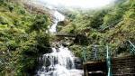 Thác Bạc là một thắng cảnh thu hút nhiều du khách thuộc xã San Sả Hồ, huyện Sa Pa của tỉnh Lào Cai. Thác nằm ngay cạnh quốc lộ 4D, tuyến đường huyết mạch để đến tỉnh Lai Châu và chỉ cách khu vực trung tâm thị trấn Sa Pa khoảng 12 km về hướng tây nên khá thuận lợi để tham quan. Thác Bạc có độ cao hơn 200 mét  là thượng nguồn của dòng suối Mường Hoa với độ cao 1.800 m nằm dưới chân đèo Ô Quý Hồ. Đứng trên đỉnh núi Hàm Rồng ở trung tâm thị trấn Sa Pa có thể nhìn thấy thác Bạc trắng xóa vào những hôm trời quang và đây cũng là nguồn gốc tên gọi của thác. Từ trên khe núi cao, dòng nước ầm ầm đổ xuống, bọt tung trắng xoá như những đóa hoa vì vậy được người dân gọi là thác Bạc.