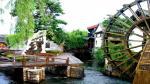 Khu phố cổ Lệ Giang là một thành phố cổ kính được bảo tồn tốt, đã giữ được một khu đô thị lịch sử có chất lượng. Vào tháng 12 năm 1997, thị trấn cổ đã xuất hiện trên Danh sách Di sản Văn hoá Thế giới của UNESCO.
