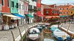 Hòn đảo Burano đa số là ngư dân vì vậy trong quá khứ, những dãy nhà nhiều màu sắc rực rỡ được sử dụng như ngọn đèn hiệu cho các ngư dân tìm đường về nhà sau một ngày dài trên biển. Ngày nay, hòn đảo đã trở nên nổi tiếng và trở thành một thiên đường cho các nhiếp ảnh gia thỏa sức thể hiện tài năng.
