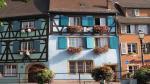 Colmar trở nên xinh đẹp hơn bởi những chậu hoa cảnh được đặt cạnh cửa sổ khiến vẻ đẹp nơi đây càng thêm phần quyến rũ