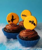 Ý tưởng trang trí bánh cupcake halloween với bầy dơi, phù thủy halloween bắt mắt