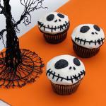 Ý tưởng trang trí bánh cupcake halloween từ nhân vật kinh dị Jack Skellington
