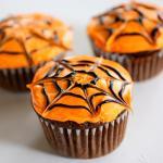Ý tưởng trang trí bánh cupcake halloween tạo hình mạng nhện