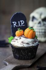 Ý tưởng trang trí bánh cupcake halloween nghĩa địa bí ngô