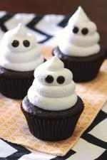 Trang trí bánh cupcake halloween những con ma bằng kem tươi cực dễ thương
